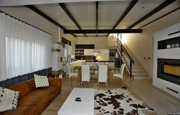 ​Kramersdorf, Swakopmund: Upmarket Townhouse in Reinhildsgarten is for Sale