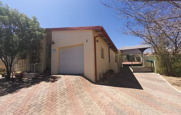 Spacious and Comfortable Family Home in Hochland Park