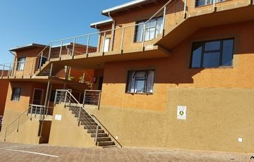Beautiful ground floor unit in Dorado Park: Ismael Park