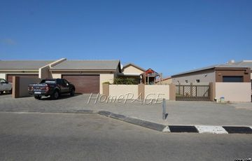 Ext 22, Swakopmund:  3 Bedr Home with 3 Garages for ONLY N$2 190 000