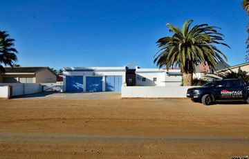 ​Ext 1, Henties Bay: Home with MEDITERRANEAN Feel to it is for Sale