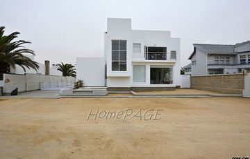 ​Ext 6, Henties Bay: BEAUTIFUL DESIGNER, VERSATILE Home is for Sale