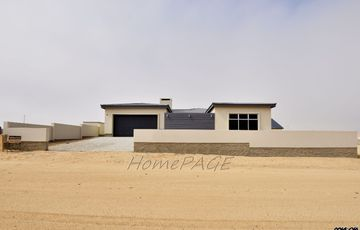 ​Ext 11, Henties Bay: Brand New Beautiful North Facing Home is for Sale