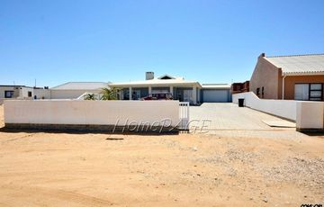 Ext 10, Henties Bay: Farm-Style 3 Bedr Home is for Sale