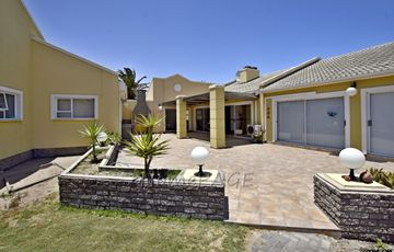 ​Kramersdorf, Swakopmund: SPACIOUS, BEAUTIFUL TOWNHOUSE in Popular Palm Gardens is for Sale