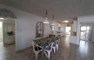 Immaculate home with flat for sale in Kleine Kuppe