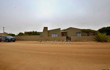 South Dune (Ext 6), Henties Bay:  BEAUTIFUL Corner home is for sale