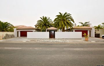 Kramersdorf, Swakopmund: HOME WITH PERMANENT DUNE VIEW is for Sale