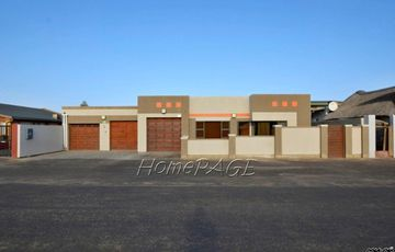 Lagoon, Walvis Bay: SPACIOUS Home with FLAT is for Sale