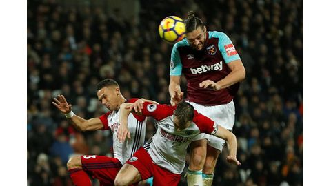 Moyes hails Carroll's towering display