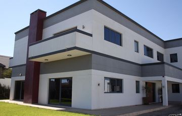 ENTERTAINERS DELIGHT!  4 BEDROOM FAMILY HOUSE FOR SALE IN SWAKOPMUND, NAMIBIA!