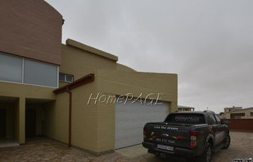 Ext 4 (South Dune), Henties Bay: Lovely 3 Bedr Unit in Sandy Shores for Sale