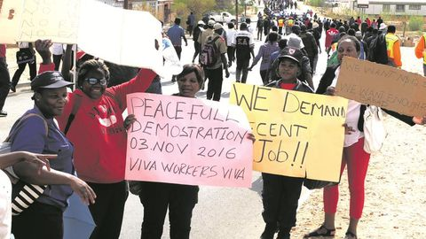 Security guards threaten Christmas strike