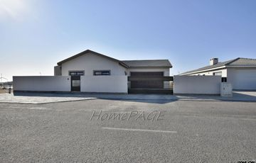 Ext 15, Swakopmund: Spacious 3 Bedr Home is for Sale