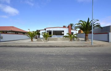 ​Central, Walvis Bay: Very Neat home WITH FLATS is for Sale
