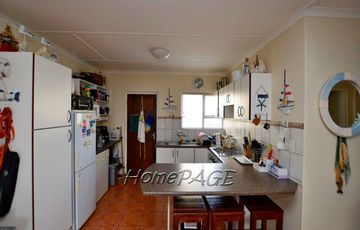 Long Beach, Walvis Bay. Neat townhouse, CC REGISTERED, with garage for sale.