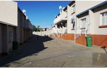 2 bedroom ground floor flat in Khomasdal