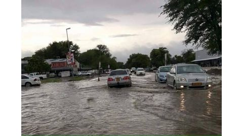 Zambezi issues flood warnings