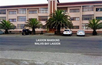 PERFECT 1 BED LOCK-UP & GO SECTIONAL TITLE SHARE UNIT IN THE WALVIS BAY LAGUNE – ONE BLOCK FROM ESPLANADE-LAGUNE MANSIONS-N$600,000-00