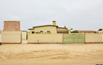 ​Ext 3 (North Dune), Henties Bay: Older 4 Bedr Home selling below valuation
