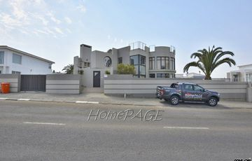 Ext 8 (Hage Heights), Swakopmund: Spacious 4 Bedr Home is for Sale