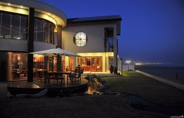RIGHT ON THE BEACH!  EXCLUSIVE & ELEGANT FAMILY HOUSE IN SWAKOPMUND, NAMIBIA!