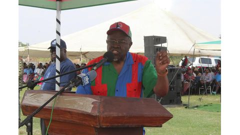 Geingob courts timber harvesters