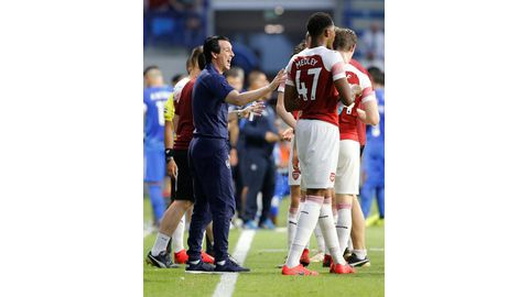 Emery urges Suarez to take his chance