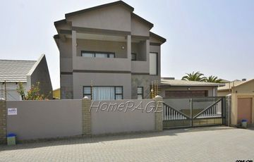 ​Vogelstrand, Swakopmund: Spacious Home with Flat is for Sale