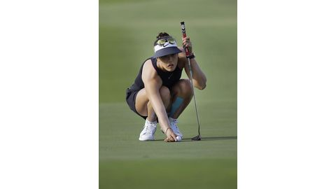 Pain-free Wie sets early Champions pace