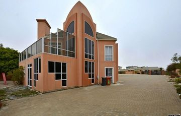 ​Ext 8 (Hage Heights), Swakopmund: Quaint Cottage Style home is for Sale