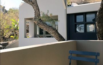 Furnished 6 bedroom Guesthouse to let