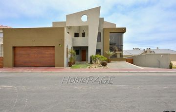 ​Long Beach Ext 2, Walvis Bay: Contemporary Home is for Sale