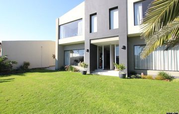 TIMELESS STYLE!  MODERN STYLE LIVING HOUSE IN SWAKOPMUND, NAMIBIA!