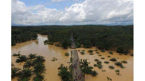 Thailand floods sever overland routes