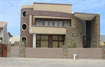 BEAUTIFUL & MODERN RETREAT THAT REFLECTS YOUR STYLE WITH THIS FAMILY HOME IN SWAKOPMUND, NAMIBIA