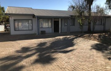 3 Bedroom House For Sale in Pioneerspark