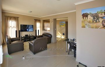 ​Meersig Ext 2, Walvis Bay: Quaint starter home with flat is for Sale