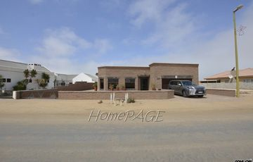 Ext 10, Henties Bay: Low Maintenance Home with Flat is for Sale