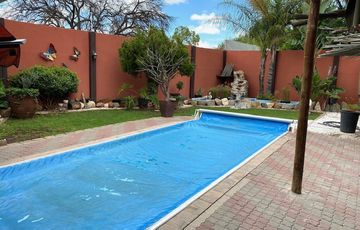 6 Bedroom House For Sale in Hochlandpark