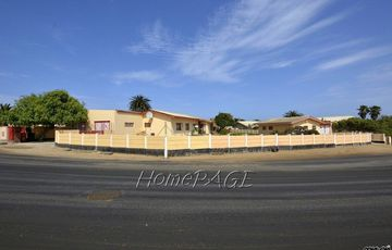 ​Vineta, Swakopmund: Home with Flat on HUGE Plot is for Sale