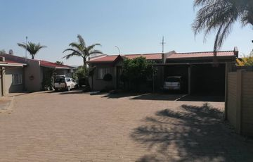 2 Bedroom Townhouse For Sale in Hochlandpark