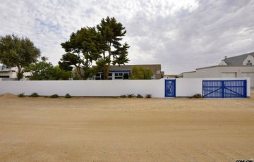 ​Ext 6 (South Dune), Henties Bay: Neat, large home with guest flat is for sale
