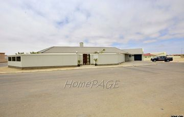 Ext 9, Swakopmund: Awesome Home with Flat is for Sale