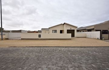 Matatura, Swakopmund: 2 Bedr Home with 1 Bedr Flat is for Sale