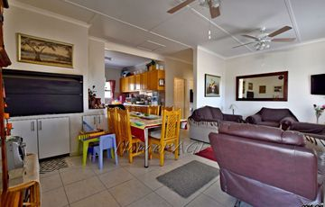 Walvis Bay: 4 Bedr Home with 2 Bedr Flat for Sale