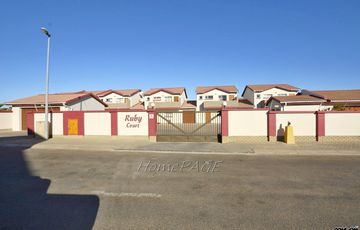Ext 14, Swakopmund: 3 Bedr Townhouse is for Sale