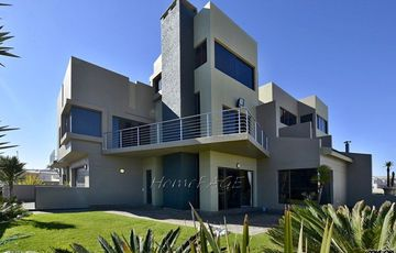 Mile 4, Swakopmund: Beautiful, upmarket, spacious Townhouse for Sale