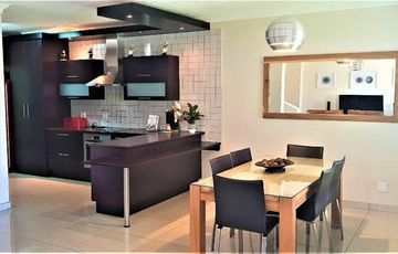 Stunning duplex townhouse with modern quality finishes in small complex